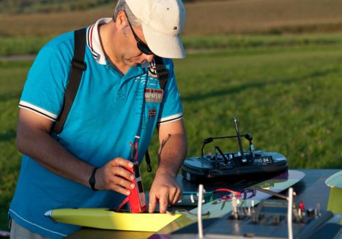 Elektromeisterschaft 2011 - Axel mit seinem Raketenwurm